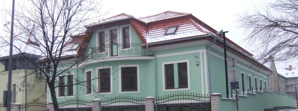 Zalaegerszeg, Kosztolányi utcai call-center wellness résszel, úszómedencével